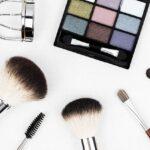 Si votre petite amie aime se maquiller, la palette de maquillage qu'elle convoite fera un excellent cadeau