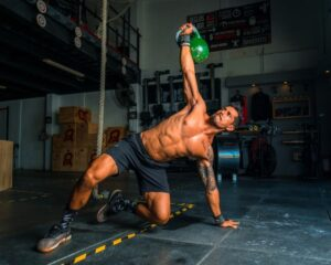 Avec un sac lesté vous pouvez continuer votre progression sans changer d'exercice